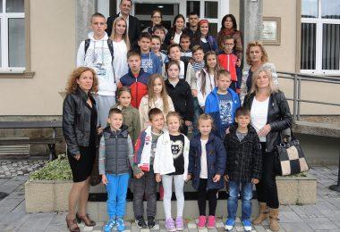 ucenici-osnovnih-skola-sa-predsednikom-opatine-ivanjica-zoranom-lazovicem