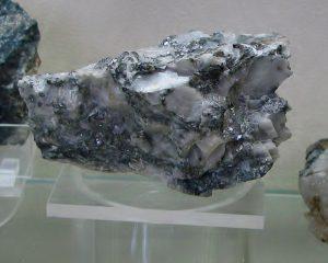 ruda antimona